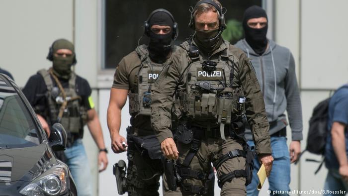 Almanyada-aşırı-sağcı-polisler