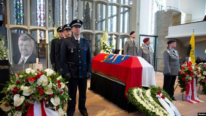 Almanyada-siyasetçilere-ölüm-tehtidi-800x450