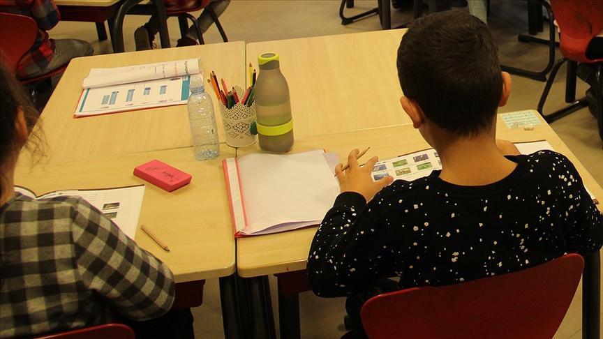 fransa ilkokul öğrencilerine