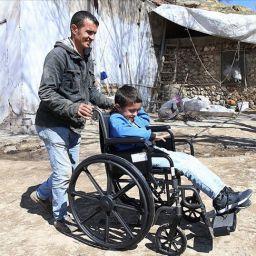 Engelli çocuk için devlet kolları sıvadı