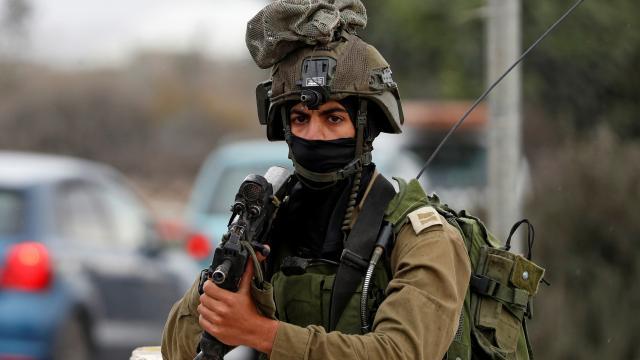 israil-askerleri-kudüs-filistinli