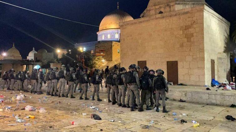 işgalci-israil-polisi-filistinlilere