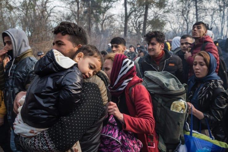Yunanistan göçmenleri darbediyor