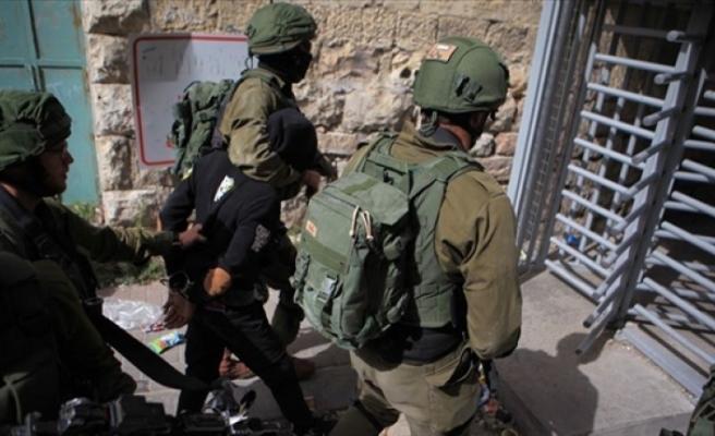 İsrail-askerleri-filistinli