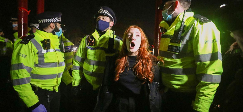 ingiltere-polis-şiddeti